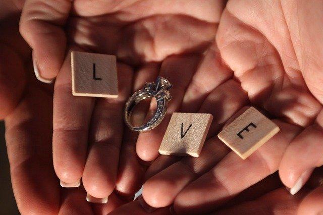 Köp en personlig, men klassisk ring