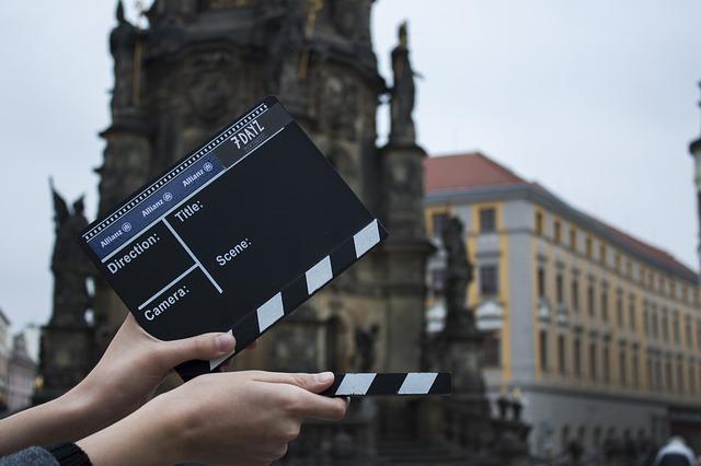 Ta jobb som statist under en filminspelning.
