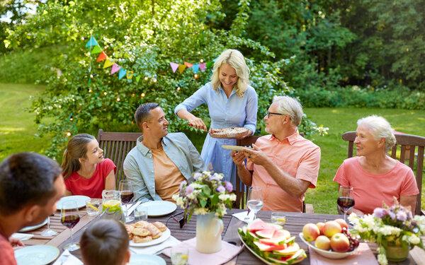 Sommaren ska vara en tid för avkoppling och återhämtning i sköna utemöbler.