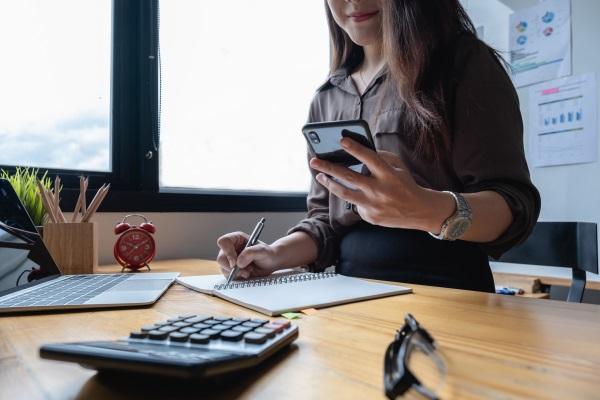 Kostar det att anlita en låneförmedlare?
