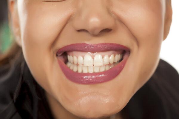 Vitare tänder efter en behandling hemma