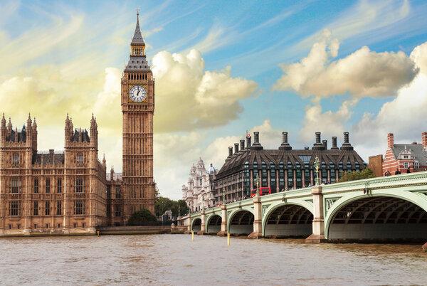 Big Ben, Houses of Parliament och Westminster Bridge - London